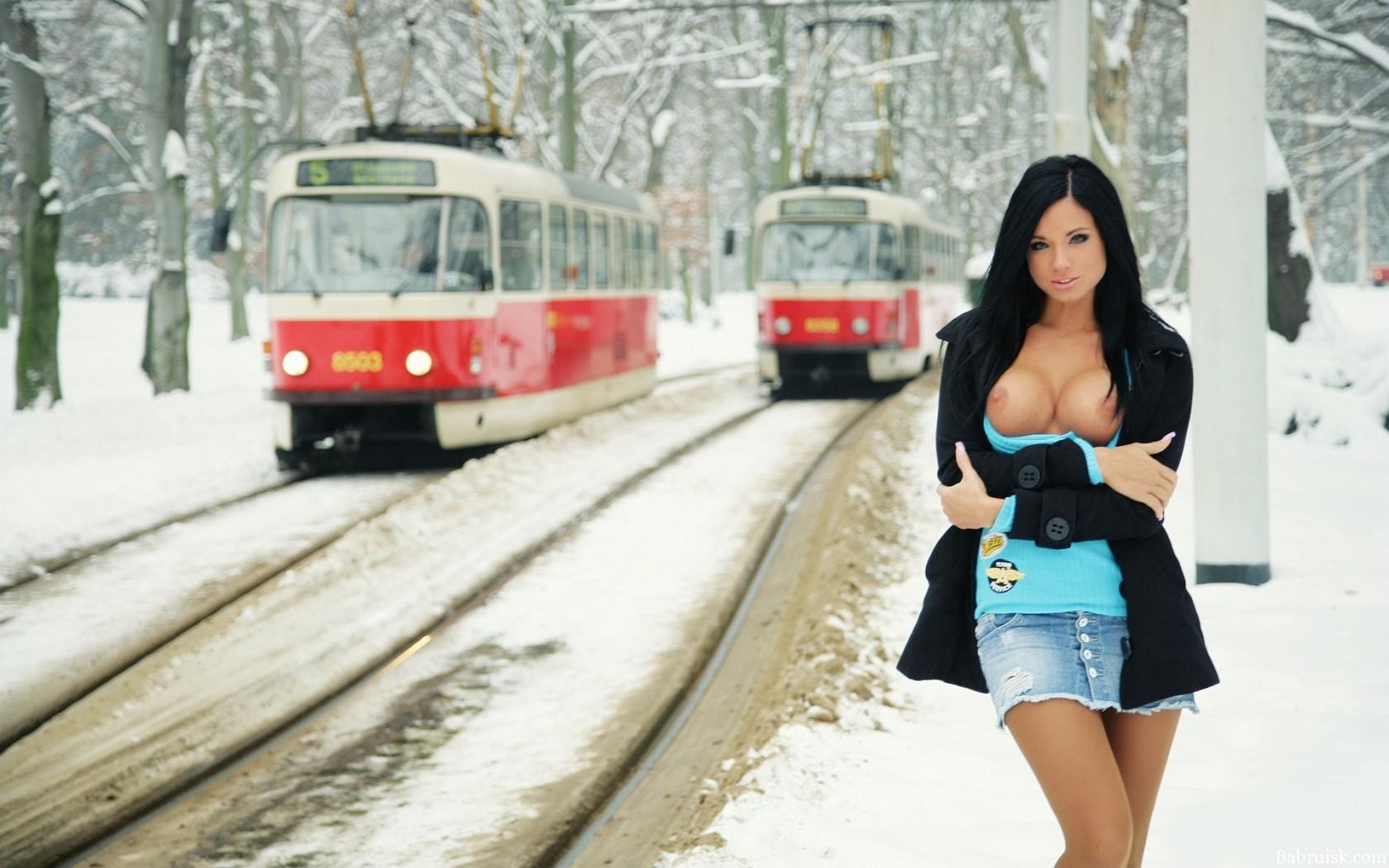 Секс в гараже зимой 27 фотография