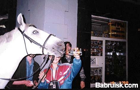 пьет как лошадь