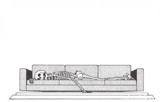 скелет на диване
