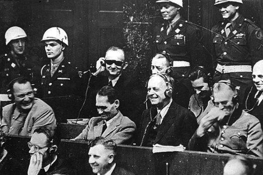 нацисты ржут на нюрнбергском  процессе