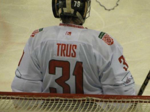 trus играет в хоккей