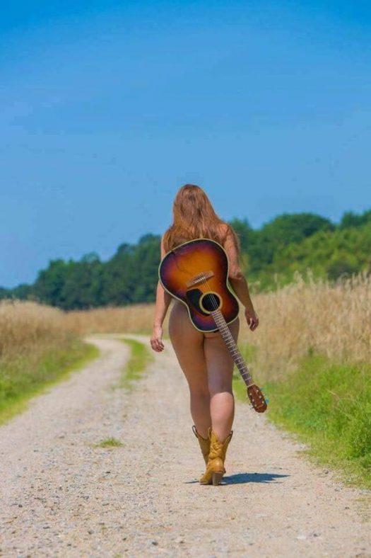 жопа с гитарой